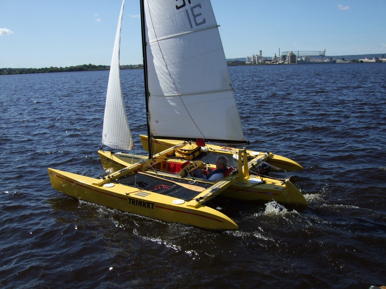 Holy boat: Context Trimaran plans small