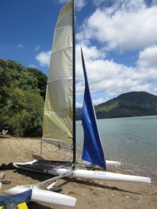 kotuku-hydrofoil-trimaran-on-beach