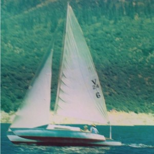 old-piver-nugget-trimaran-flying-a-hull